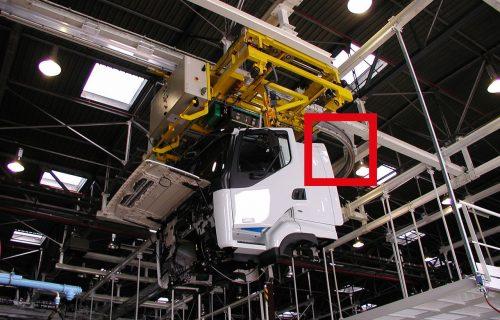 Rails électriques pour l'alimentation en puissance et contrôle d'un convoyeur aérien sur monorail aluminium.