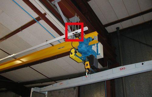 Rails électriques pour l'alimentation d'un palan de 1,6 Tonnes sous abri.