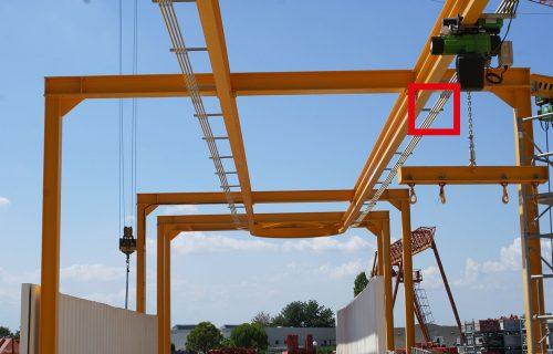 Rails électriques pour l'alimentation de palans en service intérieur et extérieur le long d'un monorail avec courbe.