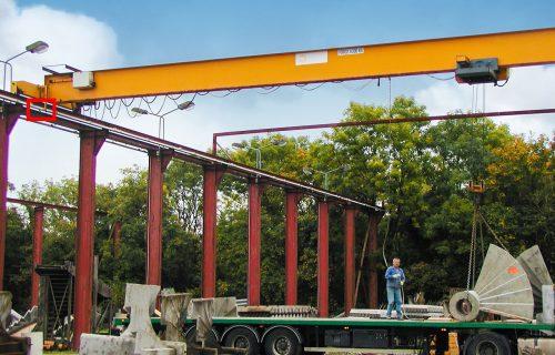 Rails électriques pour l'alimentation de ponts roulants en service extérieur.