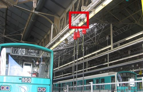 Rails électriques unipolaires destinés à l'alimentation aérienne des rames de métro pour leurs entrées et sorties des ateliers de maintenance, sous tension 750V.